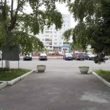 Удобная парковка на 50 мест